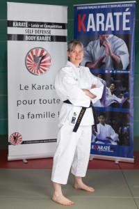 Geneviève Rostren, ceinture noire, Diplôme d'animateur fédéral, professeur diplômée Federation Francaise de Green Yoga, professeur certifié Yoga Alliance